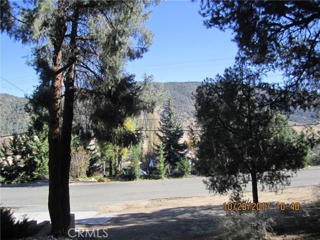 1305 Pinetree Drive, Frazier Park CA: http://media.crmls.org/mediascn/03957387-9fc4-4608-8412-7218bb89ad7d.jpg