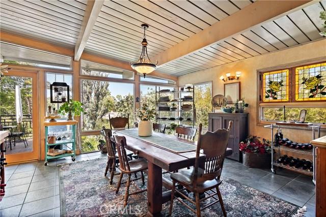 22133 Mulholland Drive, Woodland Hills CA: http://media.crmls.org/mediascn/0395a576-aad8-407d-99f4-369f5081e8d1.jpg