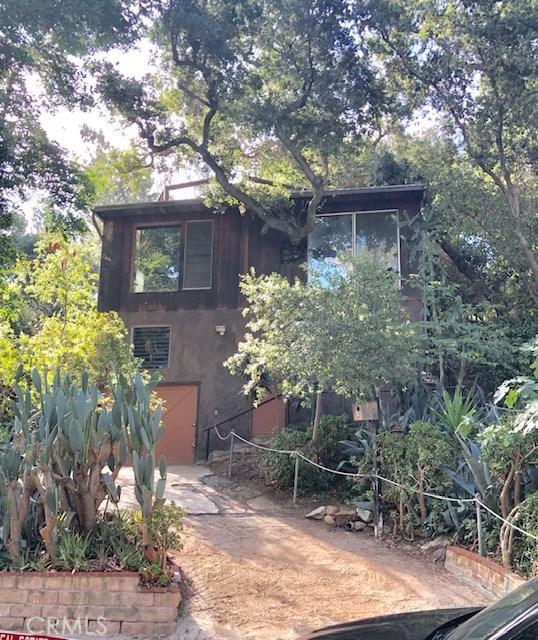 4256 Rosario Road, Woodland Hills CA: http://media.crmls.org/mediascn/046a43d4-acaa-4772-a4f0-e50720873129.jpg