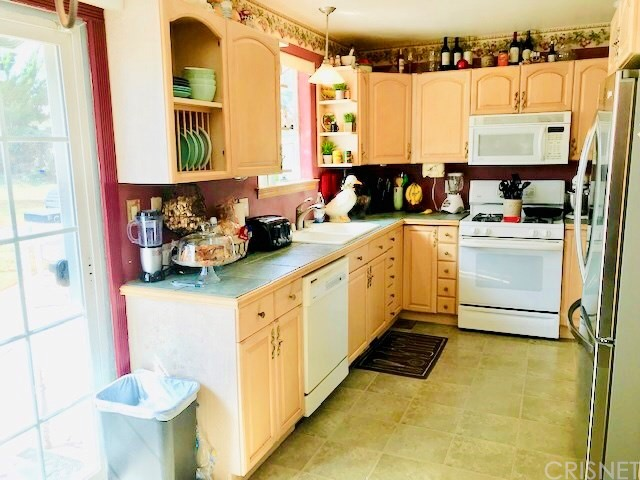 383 Mara Avenue, Ventura CA: http://media.crmls.org/mediascn/04967585-e11f-4b60-aabd-d2edb2d2d03e.jpg