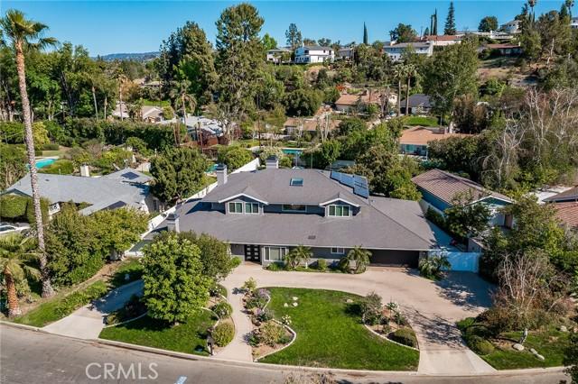 6140 Fenwood Avenue, Woodland Hills CA: http://media.crmls.org/mediascn/049e38c1-dcf4-414b-8344-4e07ff35e71d.jpg