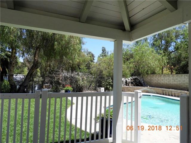 22906 Sycamore Creek Drive, Valencia CA: http://media.crmls.org/mediascn/0553957a-7a8f-401f-98d1-2a927fea3209.jpg