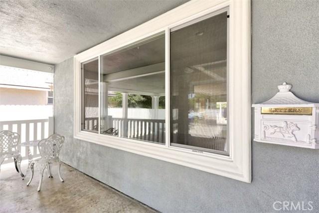 7642 Independence Avenue, Canoga Park CA: http://media.crmls.org/mediascn/05685f7f-e1d0-4c06-b726-d58ab7d6acc6.jpg