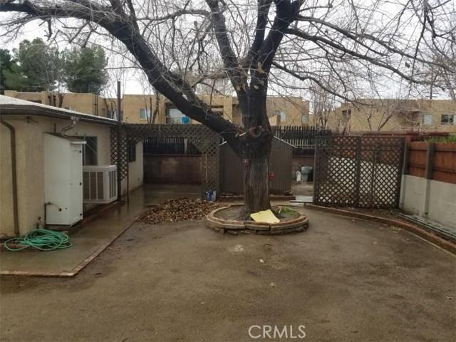 37929 11th Street, Palmdale CA: http://media.crmls.org/mediascn/05b7f0f4-0830-44ea-be70-9ad48e20df11.jpg