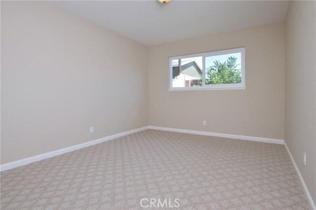 1706 Regan Circle, Simi Valley CA: http://media.crmls.org/mediascn/05ccb408-a455-42b6-8af6-c20c80ff9d8d.jpg