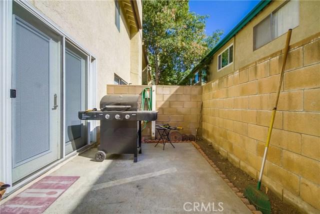 17241 Roscoe Boulevard, Northridge CA: http://media.crmls.org/mediascn/05de51ea-2bc9-429b-9057-5023aa7fe214.jpg