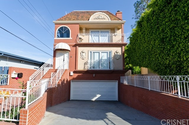 Single Family Home for Rent at 9764 Cashio Street Los Angeles, California 90035 United States