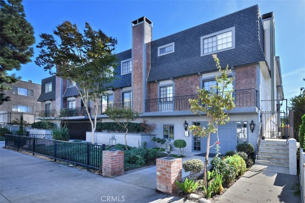 Photo of 15322 WEDDINGTON Street #1, Sherman Oaks, CA 91411