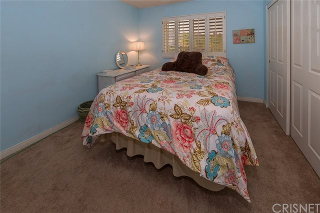 21648 Canyon Heights Circle, Saugus CA: http://media.crmls.org/mediascn/0708ed22-a522-408a-b3b0-e253e44a0351.jpg