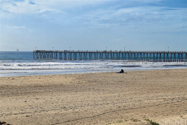 649 Sunfish Way, Port Hueneme CA: http://media.crmls.org/mediascn/07104cbb-cfa6-4dac-911f-b57ed08226af.jpg