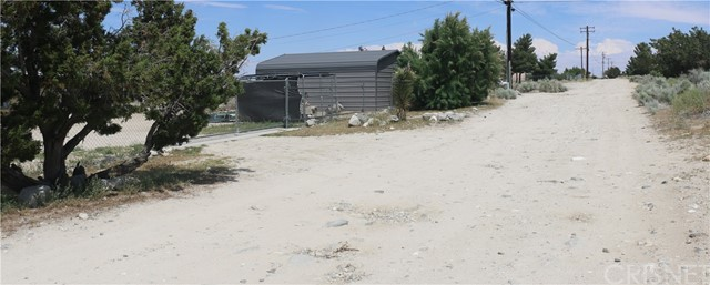 1150 Locust Road, Pinon Hills CA: http://media.crmls.org/mediascn/0729bc34-1d54-4ca7-92f3-e70387bc81f4.jpg