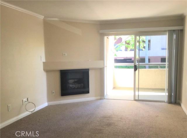 5535 Canoga Avenue, Woodland Hills CA: http://media.crmls.org/mediascn/0760835f-3d94-405c-82ec-9b4216953c4e.jpg