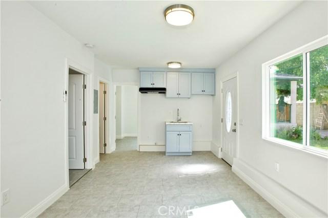 8660 Sharp Avenue, Sun Valley CA: http://media.crmls.org/mediascn/078649d9-3e82-4fca-ae2f-25911baac8ef.jpg