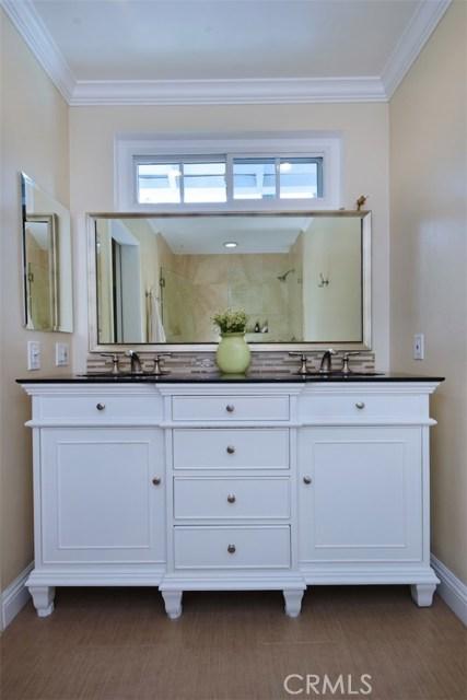 4838 Quedo Place, Woodland Hills CA: http://media.crmls.org/mediascn/07a0f0c8-0a70-4051-8fba-8b164472d7dc.jpg