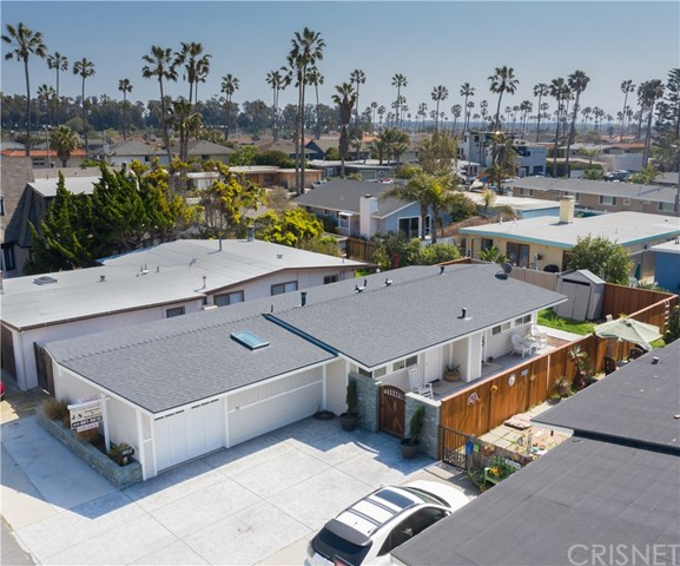 1238 1240 Devon Lane, Ventura CA: http://media.crmls.org/mediascn/081baeb0-e472-4e93-95c3-ed9283465fab.jpg