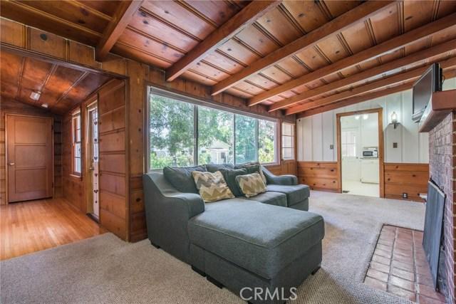 13614 Hart Street, Valley Glen CA: http://media.crmls.org/mediascn/084eed46-31ac-4606-9055-ed924b727eb7.jpg