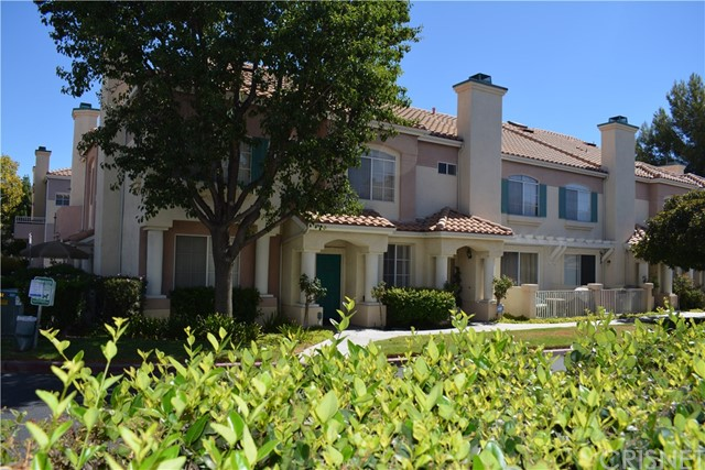 18110 Flynn Drive, Canyon Country CA: http://media.crmls.org/mediascn/085d1767-928d-4c50-af63-a5985ddc8c93.jpg