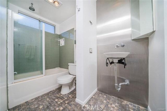 4311 Colfax Avenue, Studio City CA: http://media.crmls.org/mediascn/087b30c0-6f0c-479f-aff9-788fbb795160.jpg
