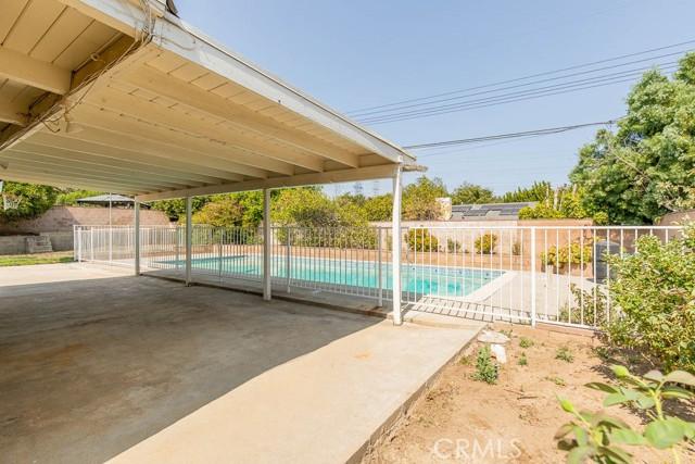 10920 Garden Grove Avenue, Northridge CA: http://media.crmls.org/mediascn/08a27228-d018-4cd0-8b8c-6ba22facc403.jpg