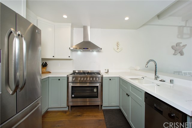22 E Navy St, Santa Monica, CA 90291 Photo 7