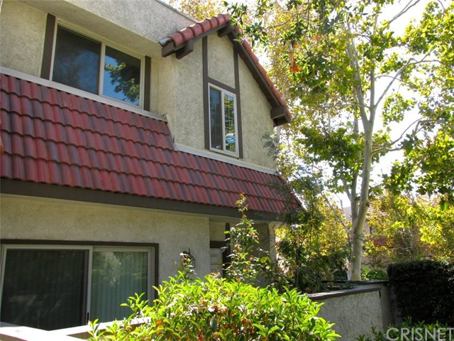 27656 Ironstone Drive 6 Canyon Country, CA 91387 is listed for sale as MLS Listing SR16702953