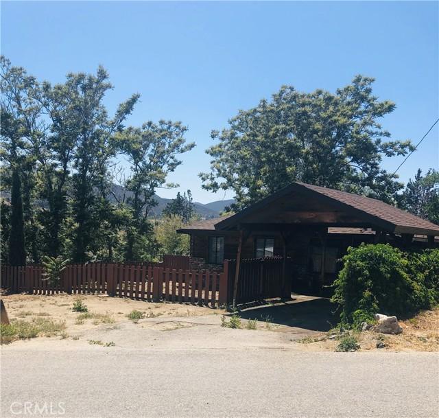 40415 90th W Street, Leona Valley CA: http://media.crmls.org/mediascn/092a42e8-3937-4d22-9c6d-c6ceb612da55.jpg
