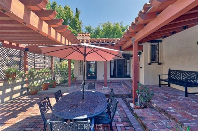 1522 Pandora Avenue, Westwood - Century City CA: http://media.crmls.org/mediascn/0932a31e-846d-4e52-b3e4-465113038af6.jpg
