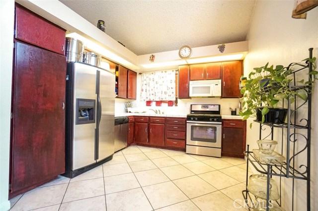 5139 Sunburst Drive, Palmdale CA: http://media.crmls.org/mediascn/0970a7ea-d4a2-4cd7-b833-f20f6e74060b.jpg
