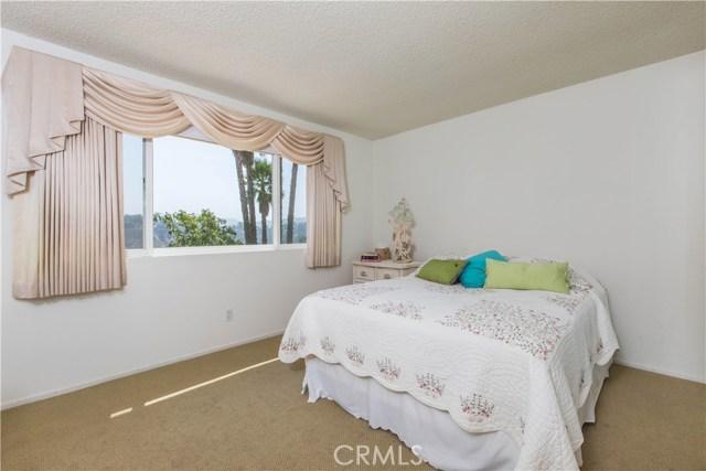 4486 Winnetka Avenue, Woodland Hills CA: http://media.crmls.org/mediascn/099fe289-121c-4f1d-92d8-a5c6cb07126e.jpg