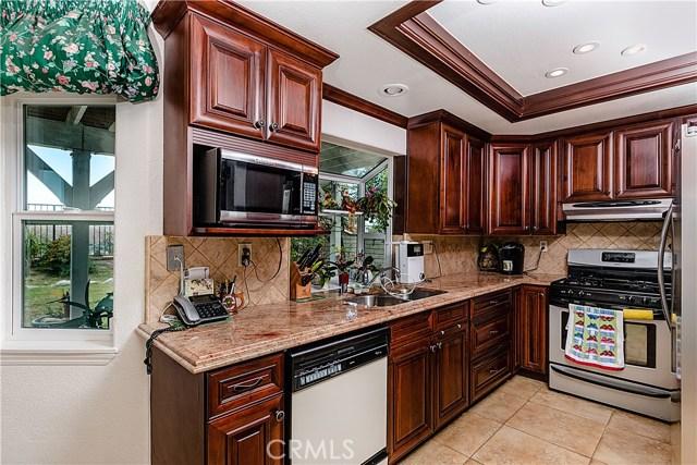 12646 Hubbard Street, Sylmar CA: http://media.crmls.org/mediascn/09b3e8e3-43a4-4407-b831-759d1881bae9.jpg