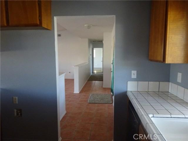 17308 Valeport Avenue, Lancaster CA: http://media.crmls.org/mediascn/09be5c65-c674-45c0-be6f-18879af40198.jpg
