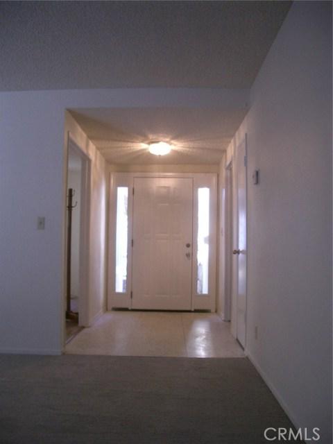 18915 Cantara Street, Reseda CA: http://media.crmls.org/mediascn/09c186b5-cdd0-4540-8ddc-1e9a713cff84.jpg