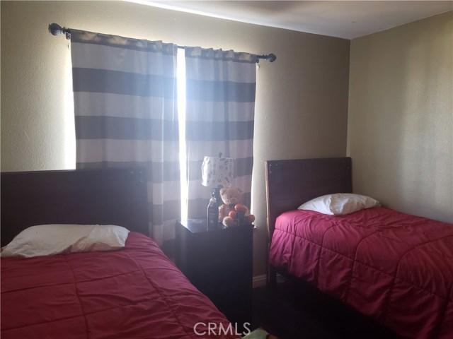 429 E Avenue J7, Lancaster CA: http://media.crmls.org/mediascn/09d476cd-fa9a-40a6-a52b-3c1f97e9c14d.jpg