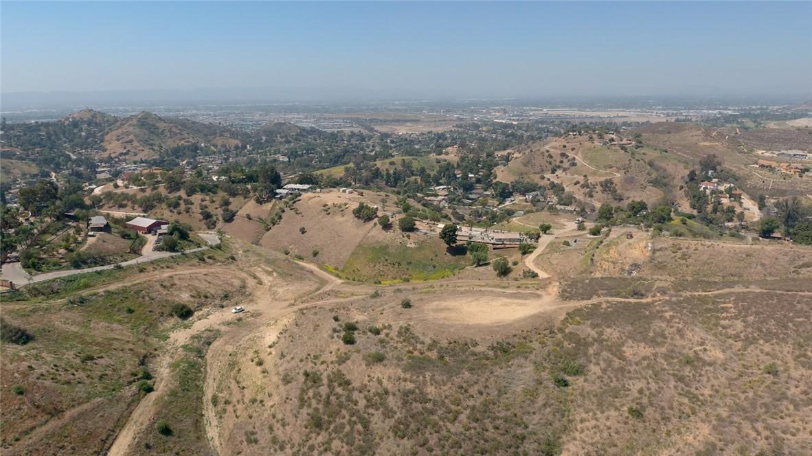 10200 wornom Avenue, Shadow Hills CA: http://media.crmls.org/mediascn/0a46bb2a-7c33-46d5-a8be-3ef5d5ebad9e.jpg