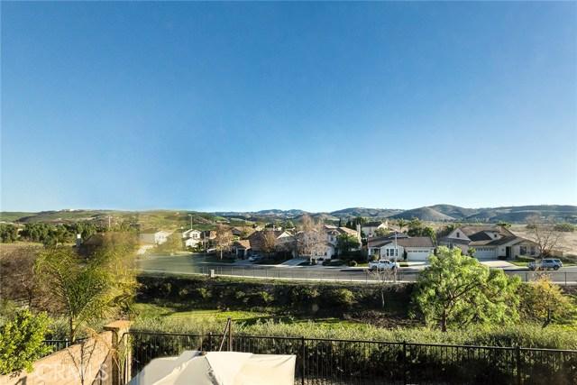 14690 Corkwood Drive, Moorpark CA: http://media.crmls.org/mediascn/0a4fb978-a34d-4b3e-8a71-5cd4553b9c59.jpg