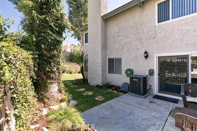 28963 Rue Daniel, Canyon Country CA: http://media.crmls.org/mediascn/0a5cb398-d9d1-4e85-90c5-61f4914afd08.jpg