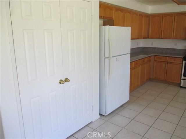 6752 Teasdale Street, Lancaster CA: http://media.crmls.org/mediascn/0a7ba918-264a-4521-bd0f-c2d946223987.jpg