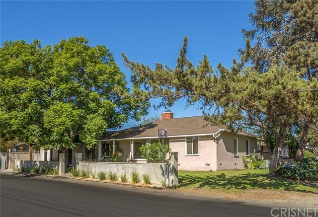 Single Family Home for Sale at 4905 Forman Avenue 4905 Forman Avenue Toluca Lake, California 91601 United States
