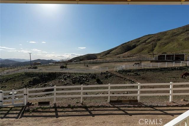36048 Via Famero Drive, Acton CA: http://media.crmls.org/mediascn/0b833fd0-3bed-48ec-82b8-b66ca578efde.jpg