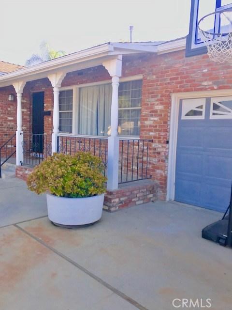 6857 Quakertown Avenue, Winnetka CA: http://media.crmls.org/mediascn/0bad5fdf-35b8-49f0-b7f8-ffb1ee0d8c02.jpg
