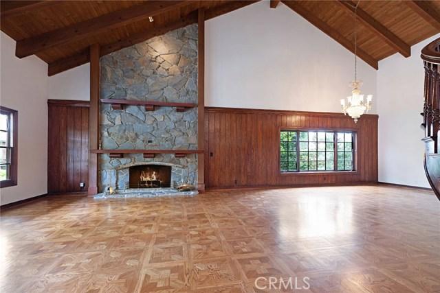 6023 Woodland View Drive, Woodland Hills CA: http://media.crmls.org/mediascn/0bc8a638-c160-49f9-be57-c547d1e13a03.jpg