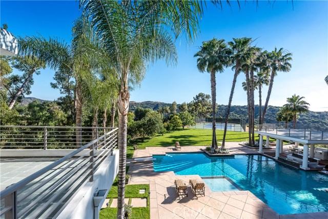 Single Family Home for Sale at 19808 Sleepyhollow Lane Tarzana, California 91356 United States