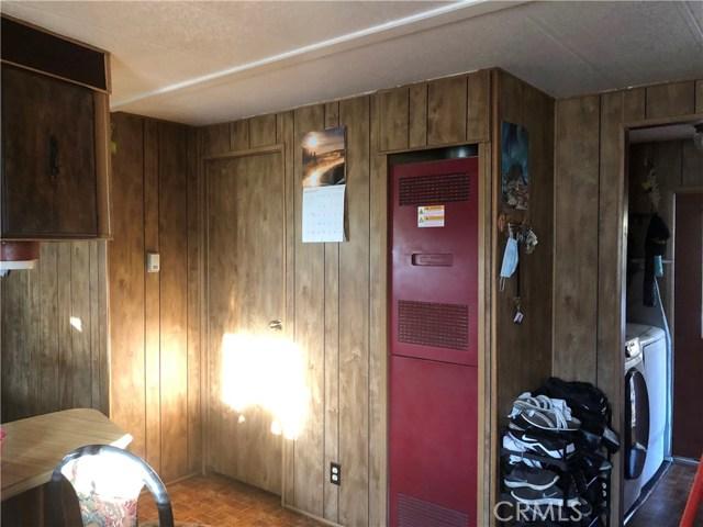 23450 Newhall Avenue, Newhall CA: http://media.crmls.org/mediascn/0c60634a-98fa-4f7e-a5b4-c59f21d027e9.jpg