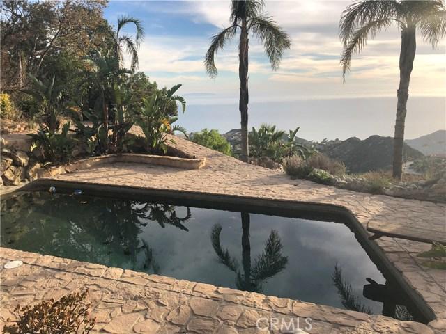 333 Moonrise Drive, Malibu CA: http://media.crmls.org/mediascn/0c82cea2-b07a-42d2-ac4c-669d4f037283.jpg