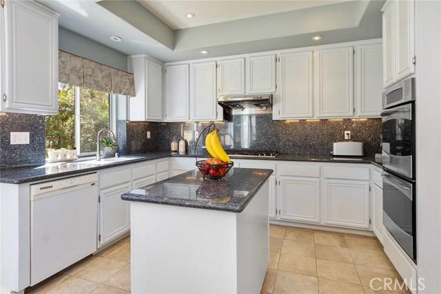 1399 Oak Trail Street, Thousand Oaks CA: http://media.crmls.org/mediascn/0d28ae46-7712-4b1a-8017-2e844a966091.jpg