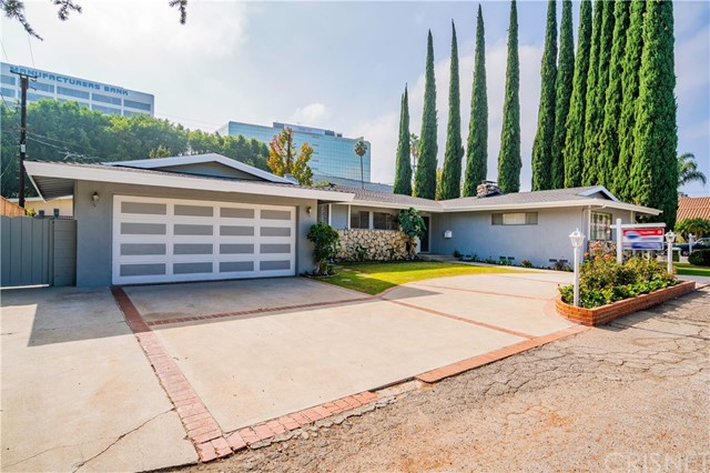 4904 Libbit Avenue, Encino CA: http://media.crmls.org/mediascn/0d338d27-580f-4383-b17e-8ca81eb4b5df.jpg