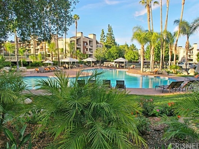 5525 Canoga Avenue, Woodland Hills CA: http://media.crmls.org/mediascn/0d76d7ba-a1f6-4a65-86bc-0f0a8794681f.jpg
