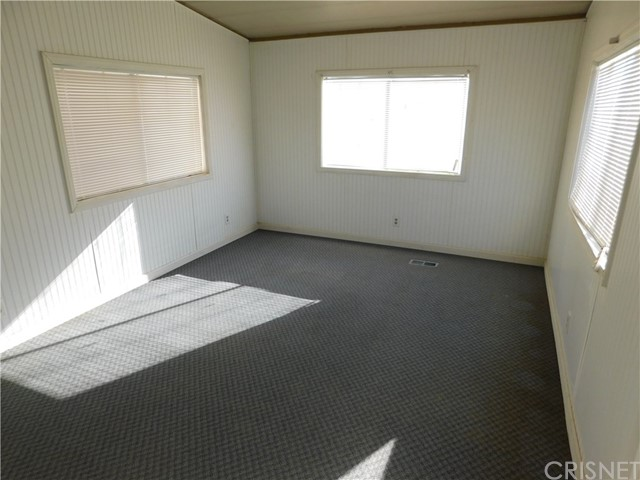 Additional photo for property listing at 1665 E Balboa Avenue  Mojave, 加利福尼亚州 93501 美国