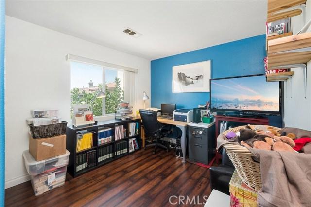 12359 Twilight Avenue, Sylmar CA: http://media.crmls.org/mediascn/0daa3da4-e3d3-4f0d-8cf9-2b1fc345f754.jpg