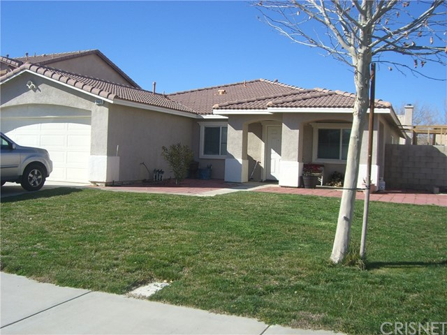 3609 Cobb Road, Lancaster CA: http://media.crmls.org/mediascn/0df91977-56cf-4949-a5f8-cb9184fb7892.jpg